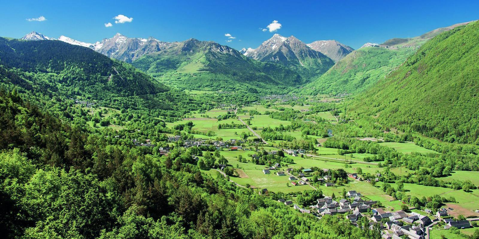 La vallée d'Aure à Arreau au pied du col d'Aspin | Séjour Vélo haut de gamme - Pyrénées Cycling Hotel
